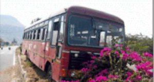 Sangamner Accident News bus got on the divide