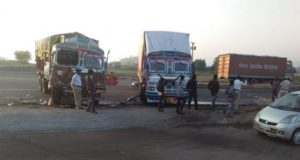 sangamner taluka news Truck collapsed on the container