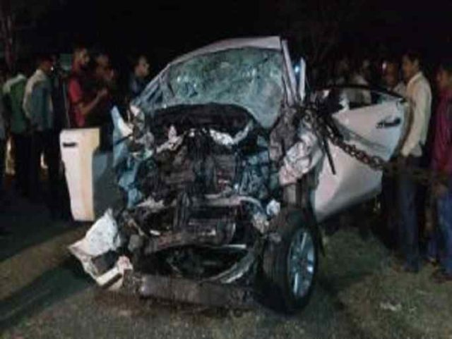 shirdi news accidents in private bus and Innova car