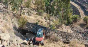 Sanagmner car crashed in a 60 feet valley in Mahuli Ghat