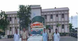 Karjat Police caught a pickup of ration rice going to the black market