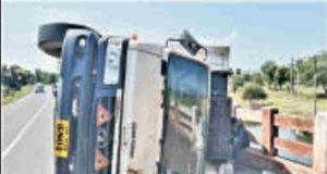 Sangamner Kasare Road tempo Accident