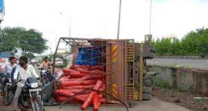 Sangamner nashik pune Highway truck Accident
